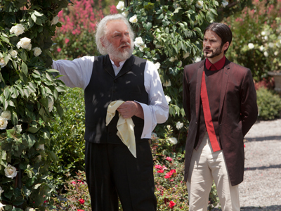 Donald Sutherland & Wes Bentley.