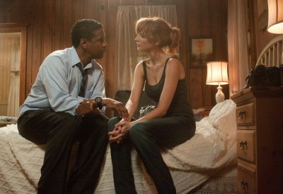 Washington & Kelly Reilly.